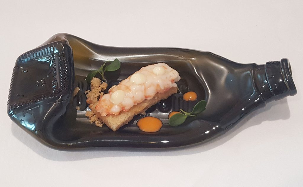 cigala-confitada-en-aceite-de-citricos-con-coca-de-xeixa-ricardo-rossi