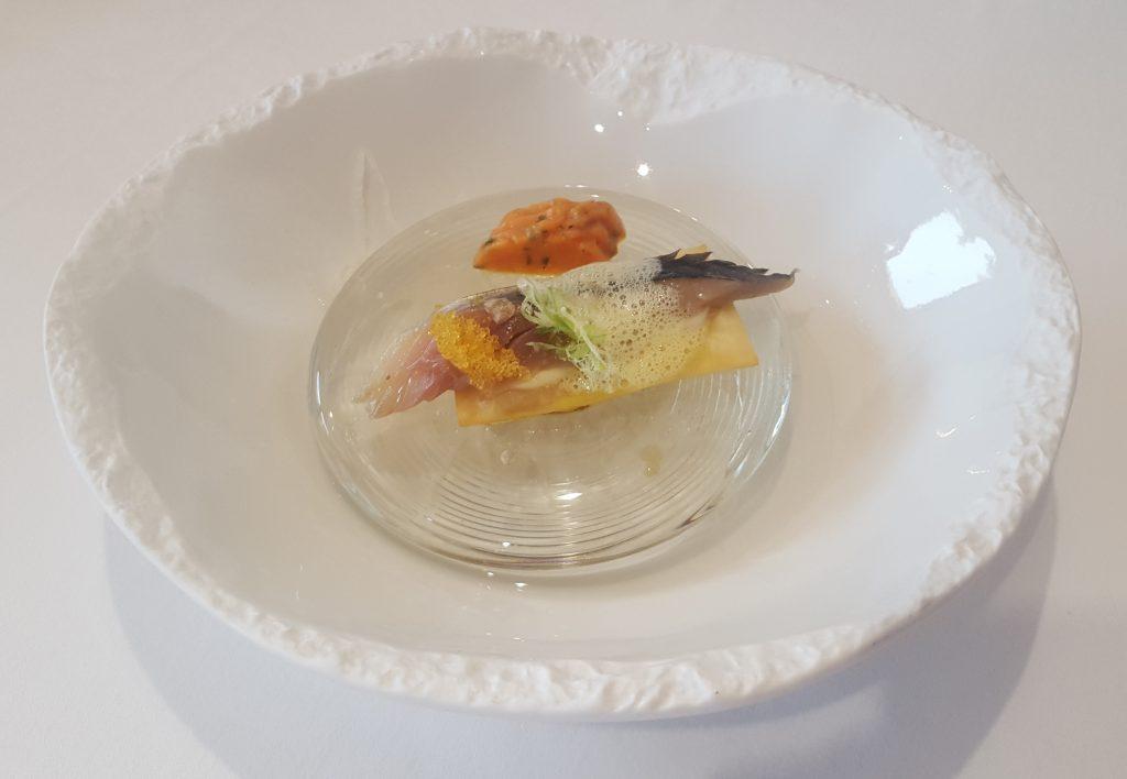 shime-saba-al-aire-de-soller-con-bombon-de-tomate-yucatan
